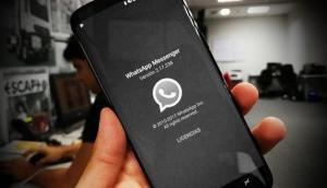 Se puede activar un modo oscuro en WhatsApp y te enseñamos cómo