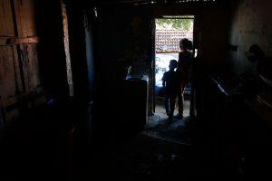 Más de 72 horas sin luz reportan vecinos de Punto Fijo #22Sep