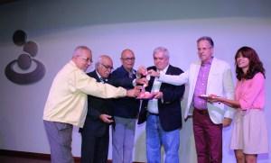Banesco dedica libro a Tiburones de La Guaira, próximo a cumplir 60 años de su fundación