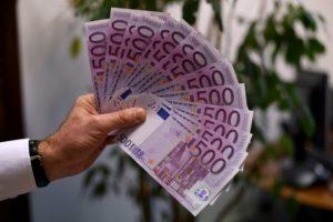 Acuerdo en España para aumentar salario mínimo un 5,5% este año