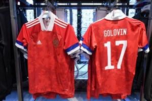 Tremendo pelón… La bandera rusa al revés en la camiseta de la selección de fútbol (fotos)