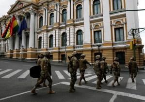 Una pregunta ronda en Bolivia: ¿Por qué los militares abandonaron a Evo Morales?