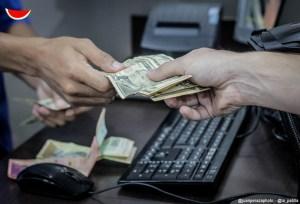 Viejas cuentas en dólares no aplican para nuevos productos de la banca
