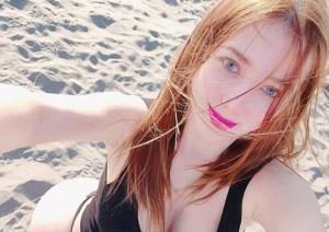 Lo más sexi que verás hoy: Esta modelo se tomó una selfie en la playa y se volvió viral (DIOSS)