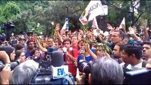 Momento en que los estudiantes pidieron a los PNB luchar en conjunto por la libertad de Venezuela (VIDEO)