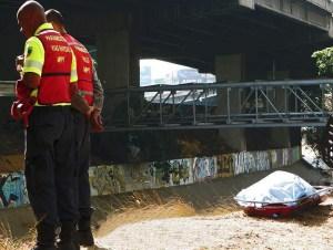 Tres hombres fueron asesinados y tirados en el río Guaire