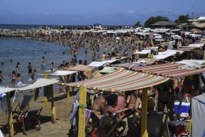 Pese a la pandemia, el chavismo autorizó apertura de las playas en La Guaira: Estos son los protocolos de bioseguridad
