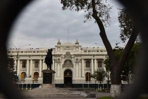 Tras polémica, oposición peruana se quedó con la dirección del Congreso