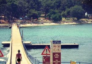 WTF? La ciudad nudista donde es legal tener intimidad en público (Fotos)