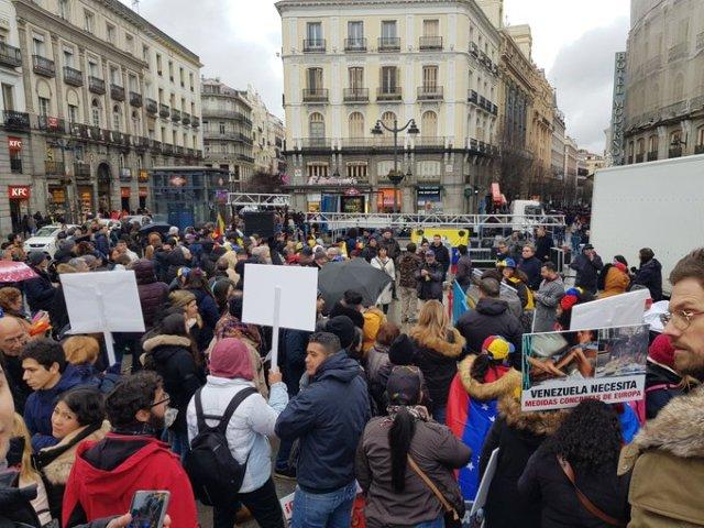 Venezolanos se concentran en Madrid en apoyo a Juan Guaidó. Imagen cortesía: @Gbastidas