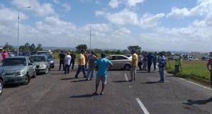 Conductores en Guayana trancan las calles para protestar por la falta de gasolina #22Ene (Foto)
