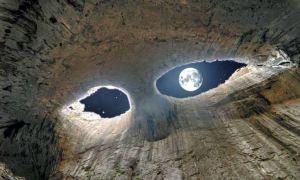 """Si quieres ver los """"ojos de Dios"""" tienes que visitar la cueva búlgara Prohodna (Fotos)"""