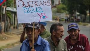 Vecinos de Vista al Sol en Bolívar protestaron tras más de 10 años sin agua (Fotos)