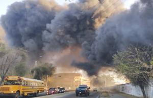 Incendio en Naguanagua generó gigantes columnas de humo este #21Feb (FOTOS)