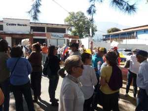 Merideños protestan frente a la Defensoría del Pueblo para exigir mejores servicios público #19Feb (fotos)