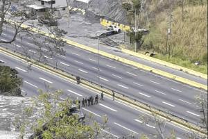 Fuerzas del régimen cerraron la autopista Gran Mariscal de Ayacucho este #14Feb (Fotos y Videos)
