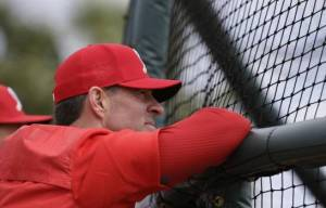 Exestelar del béisbol Jim Edmonds ingresado y sometido a prueba del Covid-19
