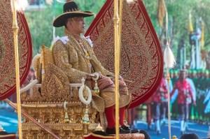 El rey de Tailandia se aisló del Covid-19 en un lujoso resort con un harén de 20 mujeres (Fotos)