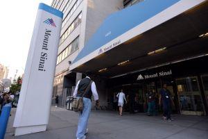Video muestra a pacientes en hospital de Nueva York arrimados a pasillos en medio de crisis por coronavirus