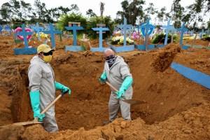 Muertes y contagios por coronavirus en Brasil no frenan su marcha