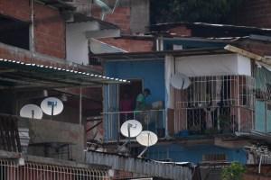 Firma y tuitazo mundial para que DirecTV active una señal sin censura desde el exterior para Venezuela