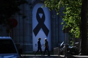España, de luto oficial, recuerda en silencio a los muertos por la pandemia