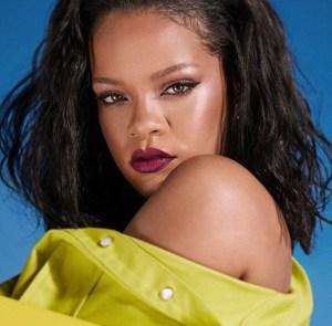 ¡No respondemos por las consecuencias! Rihanna posó de espaldas y con lencería transparente