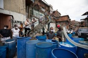"""""""En Caracas se compra el agua más cara del mundo"""""""