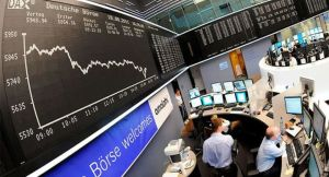Principales bolsas europeas cerraron en negativo tras evolución de la pandemia