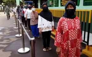 Polémica en Indonesia al imponer el velo a las mujeres en vez del uso de mascarillas