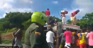 No aprendieron nada de la tragedia: Pese a lágrimas del conductor, saquean camión que iba hacia Barranquilla