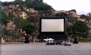 Caraqueños iniciaron la experiencia del autocine de la mano de Cinex (Fotos)