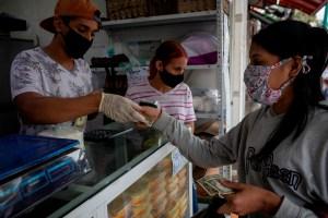 El dólar estadounidense y el bolívar venezolano, la extraña pareja (Fotos)