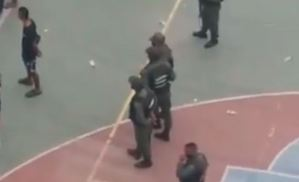 GNB fueron niñeros de una CORONA FIESTA en las instalaciones de la Unes en Catia (Video)