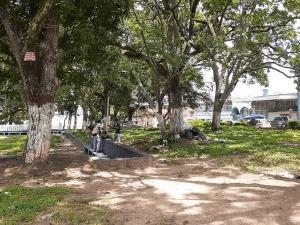 Indigentes entre riñas e ingesta de alcohol se adueñan de una plaza en Táchira