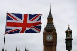Londres evita una revuelta al abrir más participación parlamentaria sobre el coronavirus