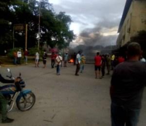 Vecinos de la comunidad San Román, en San Carlos salen a protestar por servicios básicos y gasolina #29Sep (FOTOS)