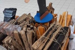 ¿La leña llegó para quedarse? Los supermercado en Bolívar ya tienen venta de troncos (FOTO)