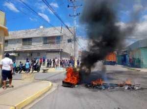 En Anzoátegui protestaron contra Hidrocaribe por la escasez de agua (Fotos)