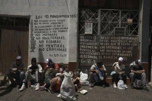 """""""La prioridad es comer y caminar"""", el testimonio de un venezolano que huye del régimen de Maduro"""