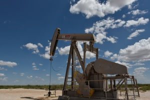 Petróleo vuelve a subir luego de buenas noticias económicas en EEUU