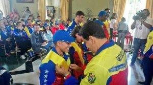 Sin vehículos ni viviendas: 30 atletas paraolímpicos esperan la promesa incumplida por Maduro desde 2016