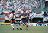 Maradona: La Historia de los cantitos de cancha que le dedican en todo el mundo