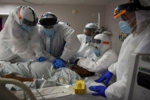Nuevas variantes disparan los contagios por coronavirus en EEUU