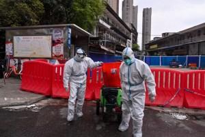 China confina a tres millones de personas tras foco de coronavirus causado por vendedor