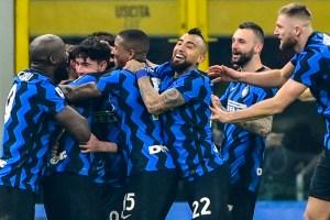 """Inter se llevó el """"derbi de Italia"""" frente a la Juventus y reforzó sus opciones del título"""