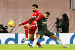 Manchester United rescató un empate frente al Liverpool para mantener el liderato