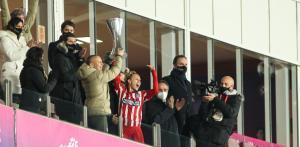 Jugadoras del Atlético de Madrid dedicaron la Supercopa de España a su jugadora Virginia Torrecilla, operada de un tumor cerebral