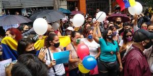 Yo vine a gritar por ella: Lo que dijo la madre de la  venezolana abusada en Argentina en la marcha para exigir justicia