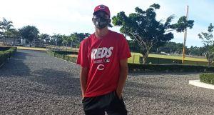 Joven lanzador de Paracotos firmó contrato como prospecto con los Rojos de Cincinnati